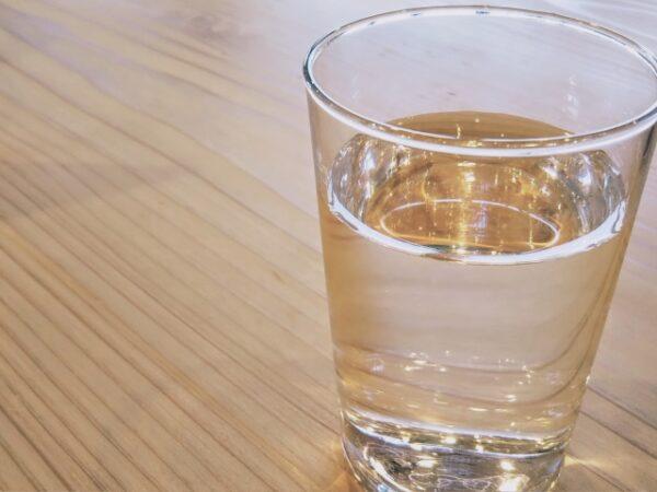 ガラスのコップに入った水